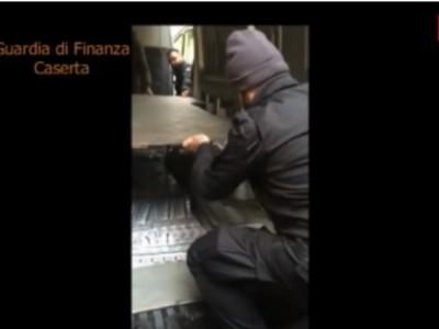 VIDEO| GdF Ce: ARRESTATI 2 cittadini ucraini che trasportavano circa 300 KG di SIGARETTE DI CONTRABBANDO