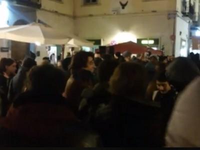 VIDEO. CE. LIVE da Via Mazzini. Pi� di 200 persone sfilano contro il razzismo