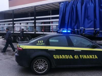 VIDEO  GUARDIA DI FINANZA CASERTA: SEQUESTRATI 2 AUTOARTICOLATI