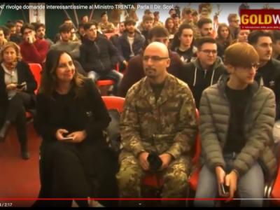VIDEO. CE. L'ITIS 'GIORDANI' rivolge domande interessantissime al Ministro TRENTA. Parla il Dir. Scol. SERPICO