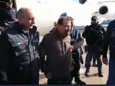 VIDEO. L'arrivo di Cesare Battisti all'aeroporto di Ciampino